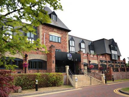 village-hotel-cheadle_300420130957583415