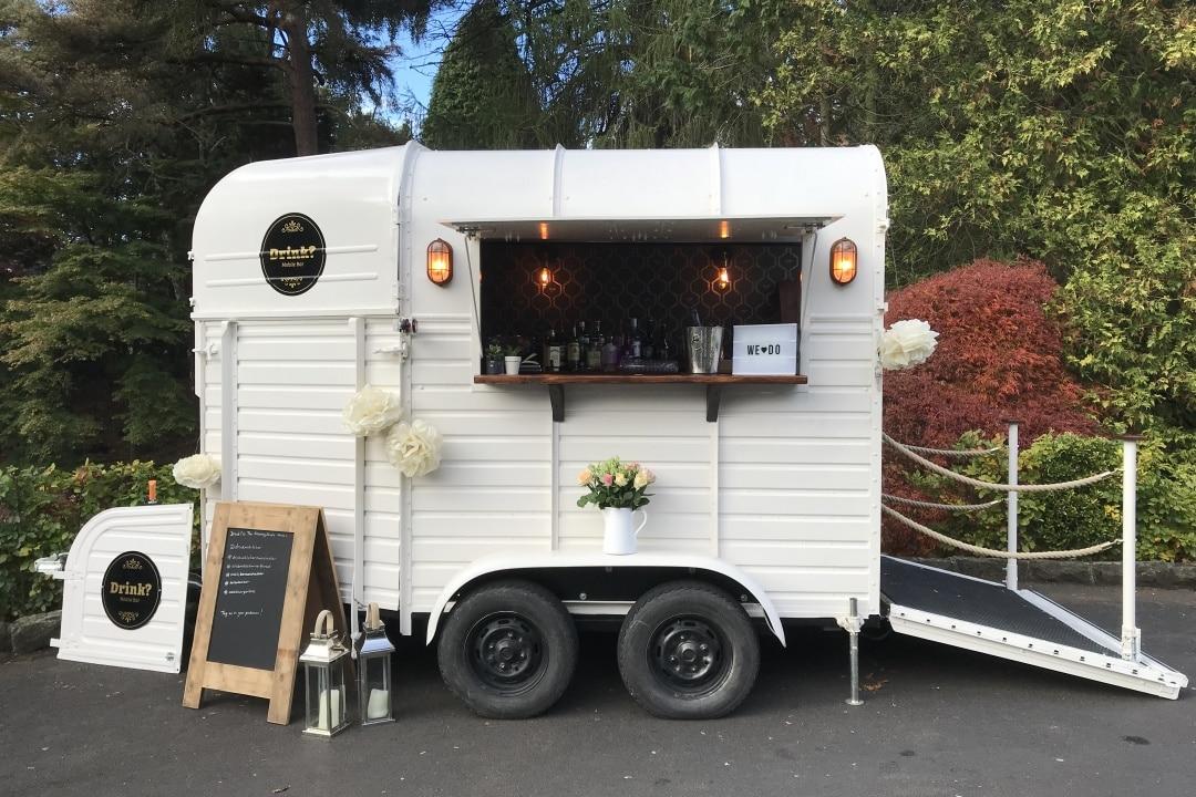 drink-horsebox-trailer-bar